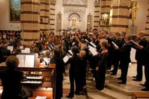 Il coro formato dall'Ensemble Polifonico G.P. da Palestrina e il Gruppo Polifonico Quod Libet di San Casciano in Val di Pesa (FI)